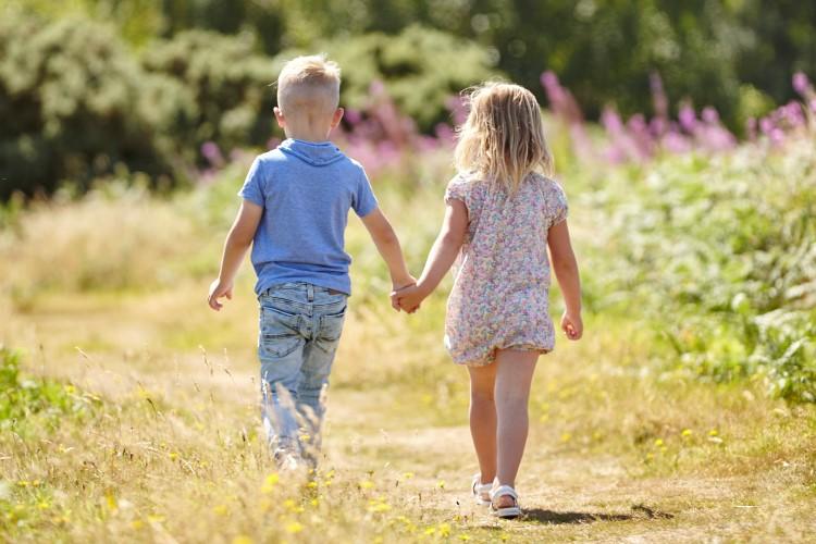 Children-holding-hands