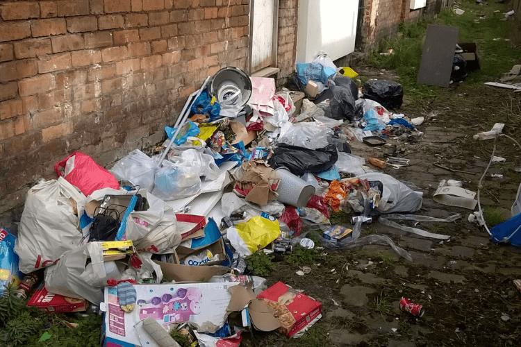 Waste disposed of in alleyway